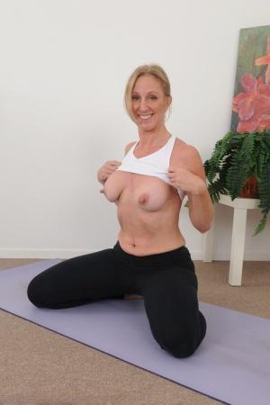 Mature Yoga Pants Pics